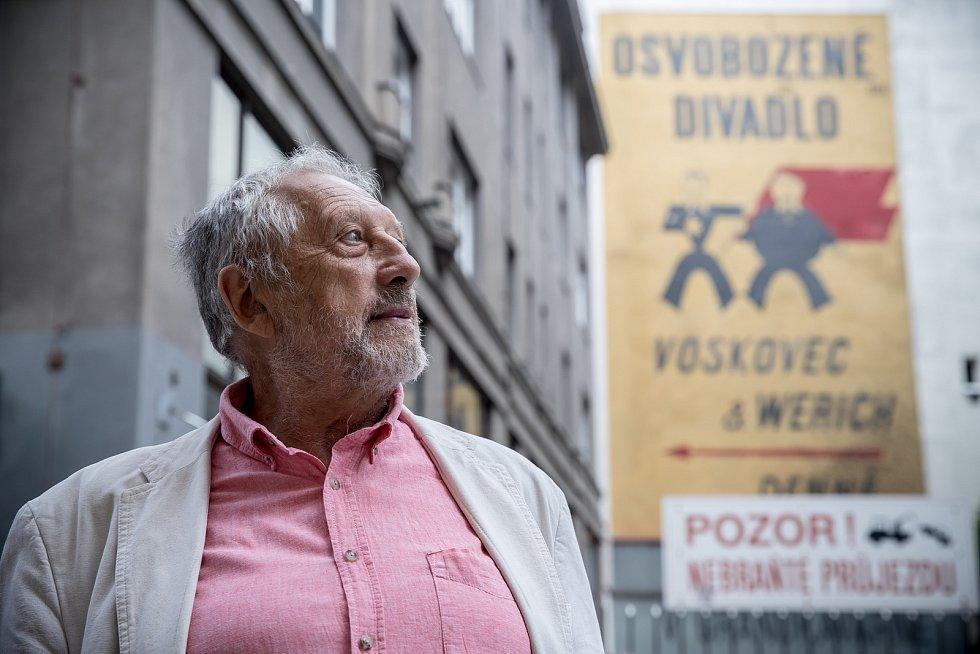 Jan Vodňanský při fotografování pro Deník 14. srpna v Praze.