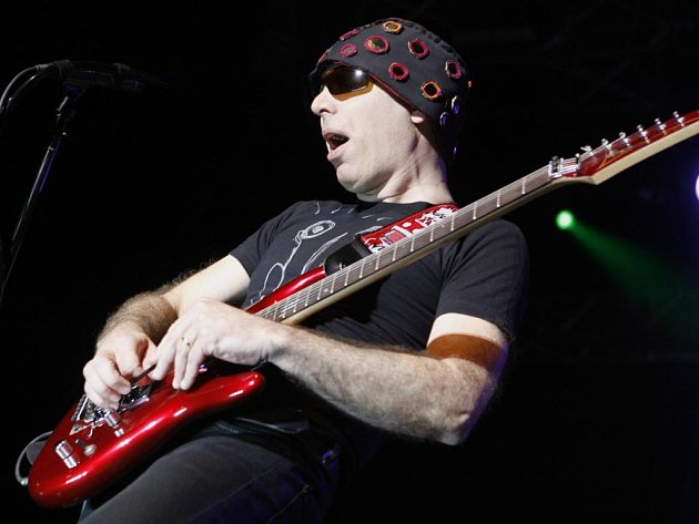 Americký kytarový virtuos Joe Satriani vystoupil 3. června v Aréně HC Sparta Praha.