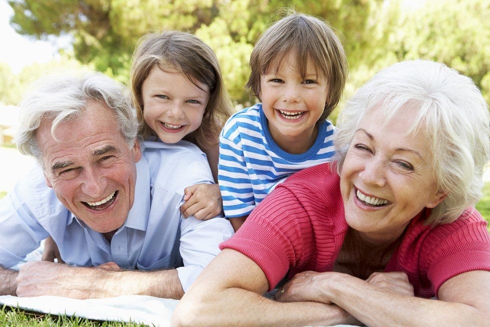 Jestliže jste vyrůstali bez vlastních prarodičů, můžete se v roli dědečka nebo babičky cítit trochu ztraceni.