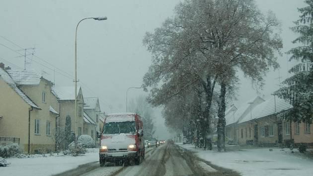 Sníh zkomplikoval dopravu na Hodonínsku
