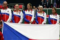 Český fedcupový tým (zleva): kapitán Petr Pála, Petra Kvitová, Karolína Plíšková, Lucie Šafářová a Barbora Strýcová.