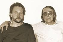 NOVÁCI. Baskytarista Karel (vlevo) a skladatel a zpěvák Petr v půli 80. let.