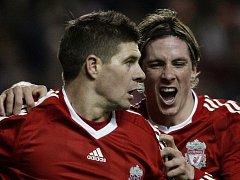 Liverpoolské opory Steve Gerrard (vlevo) a Fernando Torres (ilustr. foto).