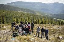 V Krkonošském národním parku, konkrétně ve Špindlerově Mlýně, vysadili škodováci na 2 000 sazenic.