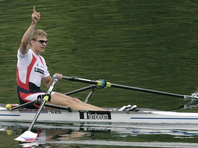 Ondřej Synek se raduje z vítězství v Lucernu.