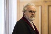 Krajský soud v Praze vynesl 7. dubna první rozsudky v části kauzy bývalého poslance a středočeského hejtmana Davida Ratha a dalších deseti obžalovaných ve věci údajné korupce. Státní zástupce Petr Jirát.