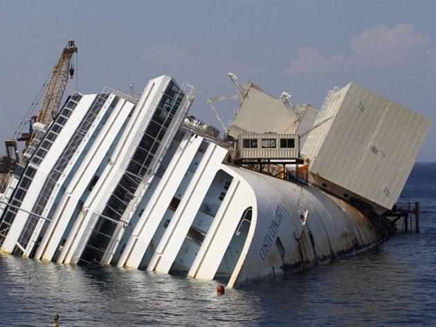 Potopená výletní loď Costa Concordia.