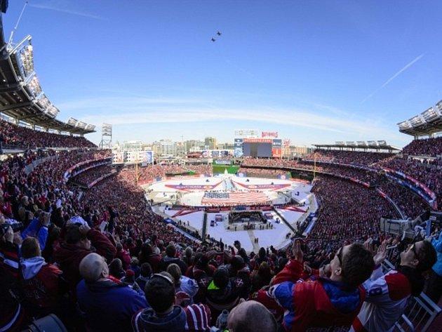 Zápas NHL pod širým nebem Winter Classic mezi Washingtonem a Chicagem. O něco podobného, i když v menším měřítku, se nyní budou snažit i znojemští Orli.