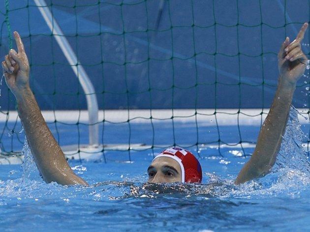 Brankář Chorvatska Josip Pavič se raduje z postupu do finále olympijského turnaje v Londýně.