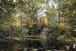 V Norsku budují v blízkosti nemocnic dřevěné domky obklopené zelení, které mají zkrátit rekonvalescenci pacientů. Strohý interiér a velkoplošná okna mají zajistit, aby se hospitalizovaní cítili přírodě do nejblíž.