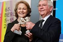 Stříbrné medvědy pro nejlepšího herce a herečku získali Tom Courtenay a Charlotte Ramplingová.