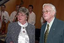 Spisovatelská a manželská dvojice Josef Škvorecký a Zdena Salivarová převzali v Torontu cenu za prosazování dobrého jména České republiky ve světě.