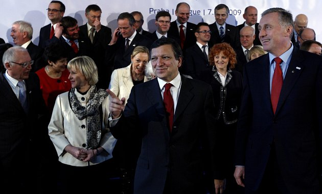"""Na pozvání vlády do Prahy přijela kompletní Evropská komise (EK) a pouhé zdvořilostní setkání se proměnilo v lítý boj. Evropa totiž v hlavní městě zformulovala svůj plán na řešení """"plynové krize""""."""