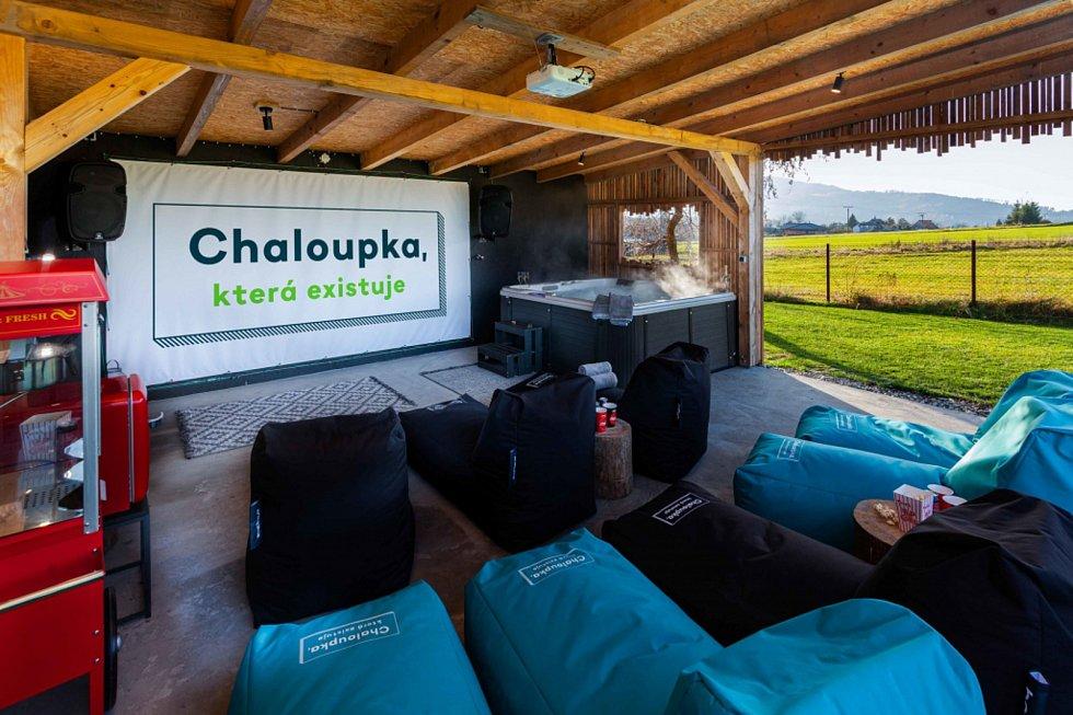 """Chaloupka """"V poli"""" ve Frýdlantu nad Ostravicí nabízí ubytování v nádherné přírodě a vlastní kino s vířivkou."""