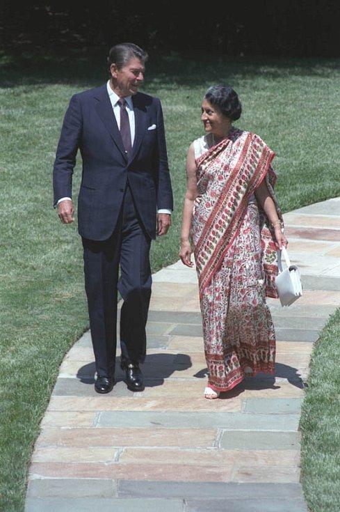 V roce 1982 navštívila Indira Gándhiová Spojené státy, kde ji osobně uvítal tehdejší prezident Ronald Reagan