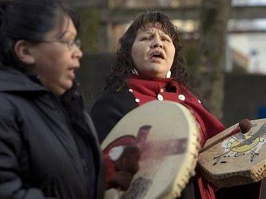 Potomci původních amerických obyvatel, jsou se svým sociálním začleněním do novodobé společnosti značně znepokojeni.