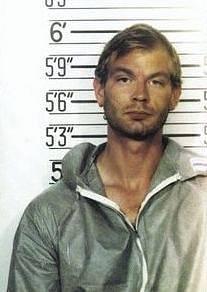 Jeffrey Dahmer na policejním identifikačním snímku z roku 1991
