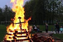 Rej čarodějnic zažili v Jeseníku nad Odrou. Nakonec hlavní čarodějnici spálili.