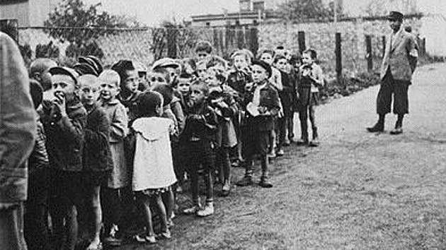 Děti z lodžského ghetta. Skončily v plynových komorách v Chelmnu a v Osvětimi
