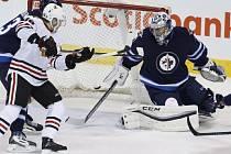Hokejový brankář Ondřej Pavelec vychytal v úterním utkání NHL téměř po roce čisté konto, když zneškodnil 28 střel Vancouveru a dovedl Winnipeg k výhře 2:0.