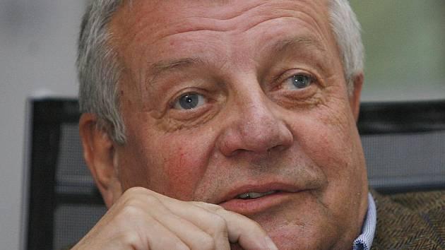 Novinář a spisovatel Karel Hvížďala.