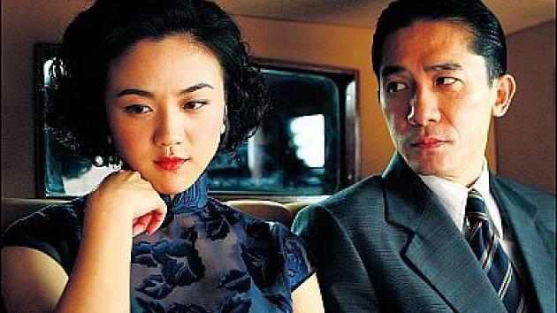 Wang (Wei Tangová) a Yea (Tony Leung) brzo spojí zničující milenecký vztah, který jejich role nepřátel osudově zkomplikuje