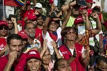Tisíce lidí z celé Venezuely se dnes sjíždějí do metropole Caracasu, aby demonstrovaly proti vládě socialistického prezidenta Nicoláse Madura. Akci nazvanou Převzetí Venezuely svolala opozice jako protest proti porušování ústavy a demokracie v zemi.