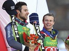 Mathieu Faivre (vlevo) po obřím slalomu SP ve Val d'Isere.
