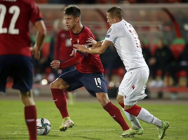 Čeští fotbalisté porazili Bělorusko. Druhý gól dal Adam Hložek.