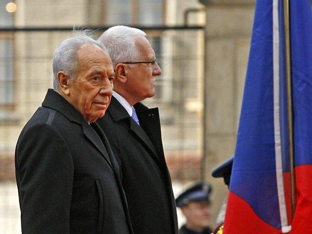 Prezident Václav Klaus uvítal na Pražském hradě izraelského prezidenta Šimona Perese
