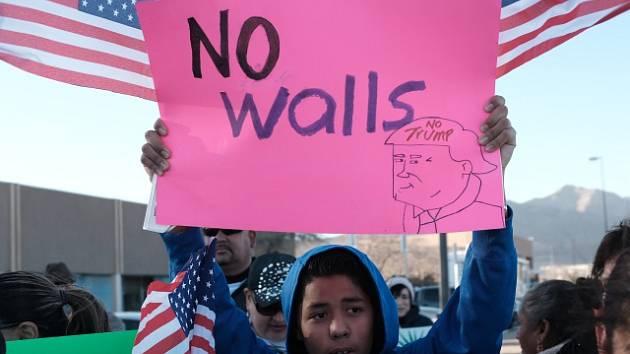 Protesty proti výstavbě zdi na mexických hranicích