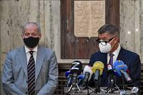 Ministr zdravotnictví Roman Prymula (vlevo) a premiér Abdrej Babiš.