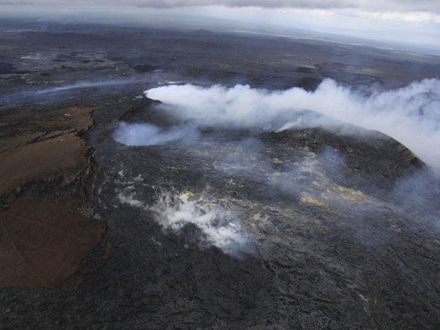 Magma z neklidné islandské sopky Bárdarbunga se podle vědců přesouvá pod povrchem k jinému rozsáhlému vulkanickému systému a mohlo by vyvolat mocnou explozi.