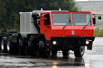 Automobilka Tatra vyrobila v Kopřivnici na Novojičínsku vůz dlouhý 18 metrů.
