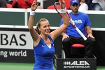 Úleva a radost. Petra Kvitová poslala české tenistky do finále Fed Cupu.