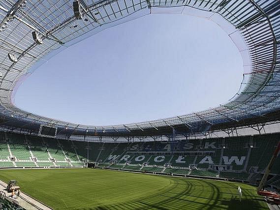 Městský stadion ve Vratislavi, kde čeští fotbalisté odehrají základní skupinu Eura