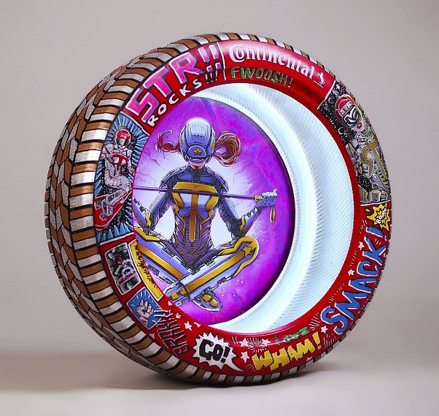 Jonáš Ledecký vytvořil speciální design pneuomatik pro sestru Ester a další známé lyžaře.