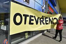 V nákupním centru na okraji Břeclavi mohly 27. dubna 2020 znovu otevřít všechny provozovny, které byly více než měsíc zavřené kvůli epidemii koronaviru.