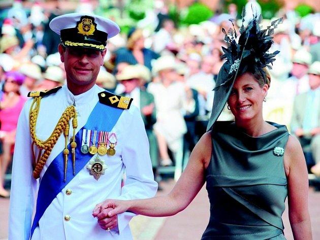 Nejmladší syn královny Alžběty Edward s manželkou Sophií.