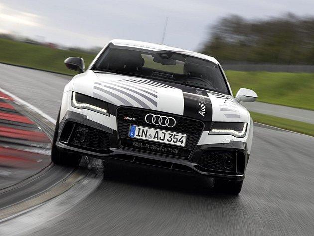 Audi pustilo na závodní okruh model RS 7 bez řidiče.
