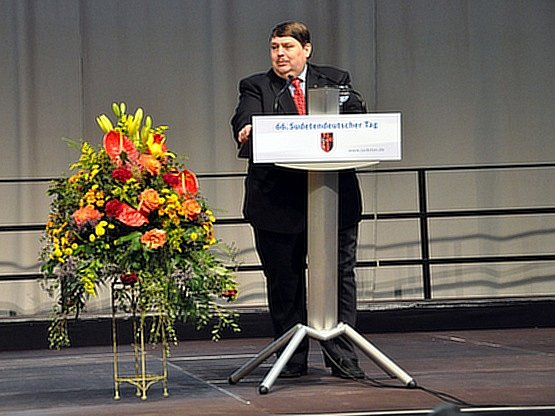 Mluvčí Sudetoněmeckého zemského spolku Bernd Posselt vystoupil 23. května na 66. sjezdu sudetských Němců v Augsburgu.
