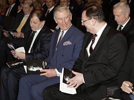 Zleva český velvyslanec Michael Žantovský, britský korunní princ Charles, premiér Petr Nečas a britský dramatik Tom Stoppard 29. února v Londýně na vzpomínkovém večeru na počet loni zemřelého prezidenta Václava Havla.