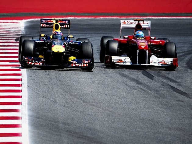 Fernando Alonso (vpravo) a Mark Webber.