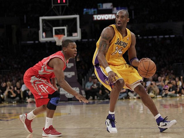 Hvězda Los Angeles Lakers Kobe Bryant (vpravo).