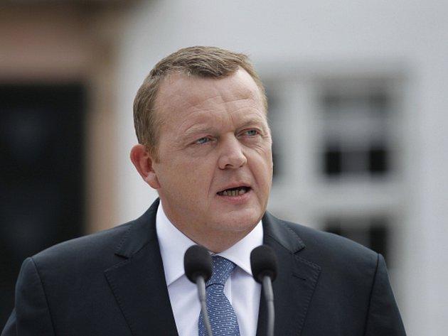 Premiér Lars Rasmussen oznámil, že jeho vláda mimo jiné umožní ubytovávat běžence ve stanech, na dva až tři roky jim zkrátí povolení k pobytu a přistěhování rodiny umožní až po třech letech místo dosavadního jednoho roku.