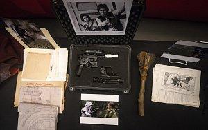 Zbraň, se kterou herec Harrison Ford alias Han Solo zářil v Hvězdných válkách.
