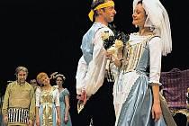 Jana Malá jako Hraběnka, Jiří Dvořák coby Figaro a Andrea Elsnerová - Zuzanka, Figarova nevěsta