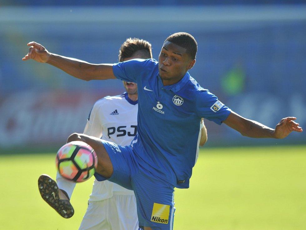 Fotbalisté Liberce (v modrém) proti Jihlavě.