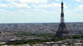Oslavy francouzského státního svátku proběhly ve stínu dopadů koronavirové nákazy