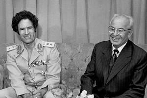 Muammar Kaddáfí s československým prezidentem Gustávem Husákem při oficiální návštěvě Československa v roce 1982